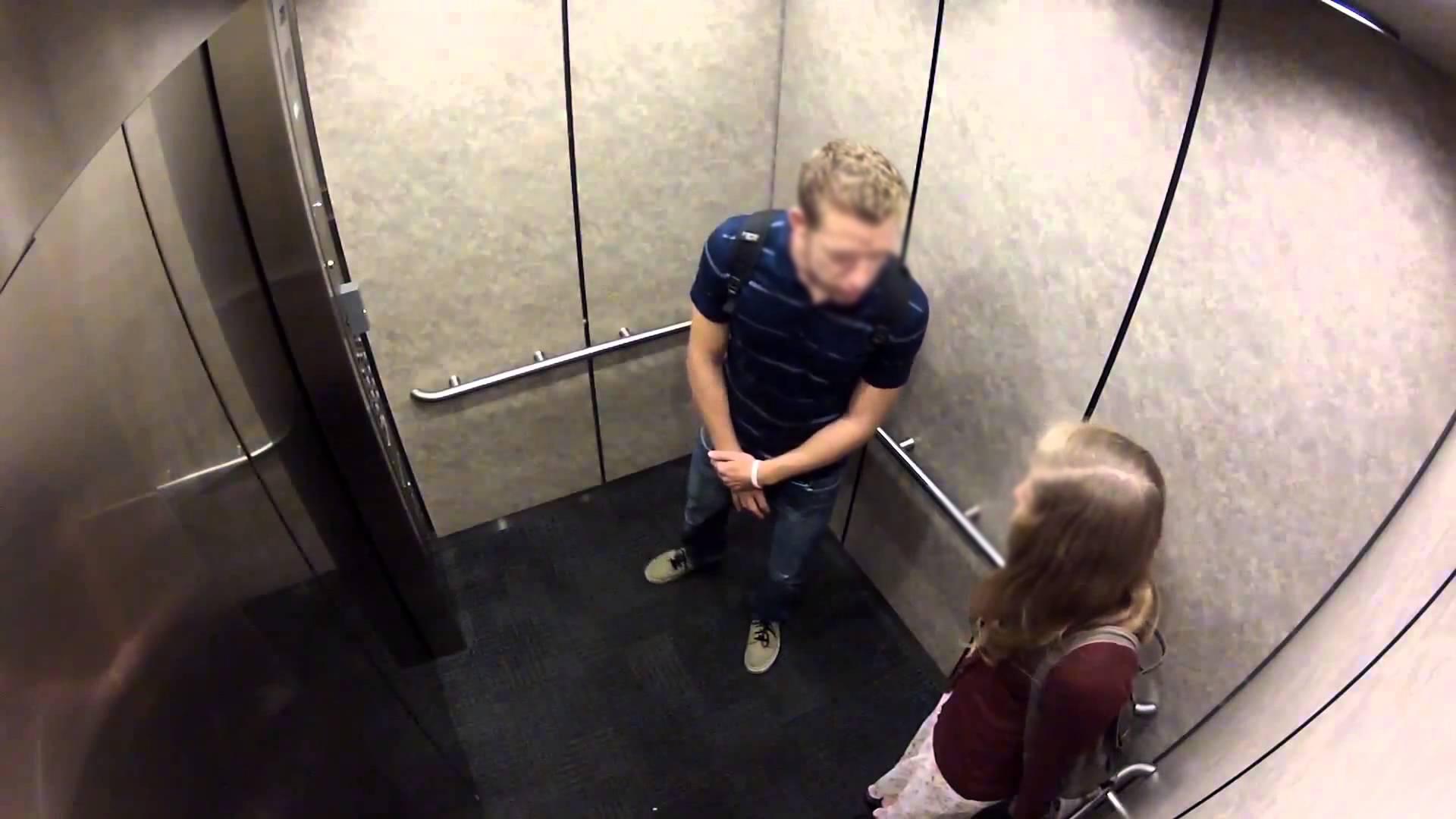 Занялись этим в лифте