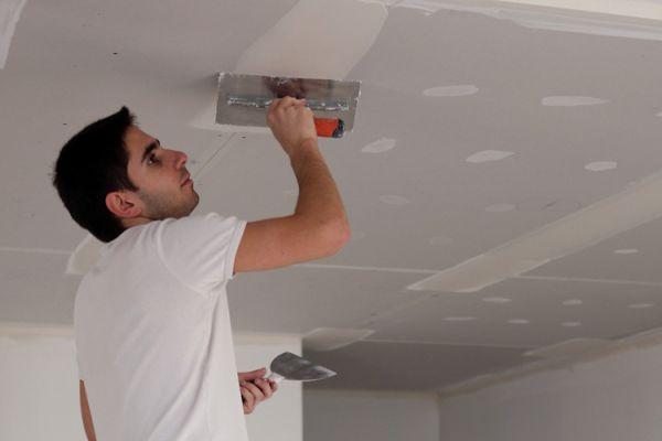 Чем штукатурить потолок из гипсокартона своими руками